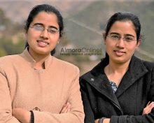 अल्मोड़ा से जुड़ी डिप्टी कलेक्टर जुड़वाँ बहनें